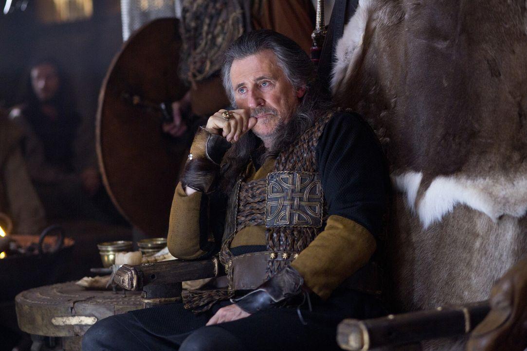 Fürchtet immer mehr um seine Position als Stammesfürst: Earl Haraldson (Gabriel Byrne) ... - Bildquelle: 2013 TM TELEVISION PRODUCTIONS LIMITED/T5 VIKINGS PRODUCTIONS INC. ALL RIGHTS RESERVED.