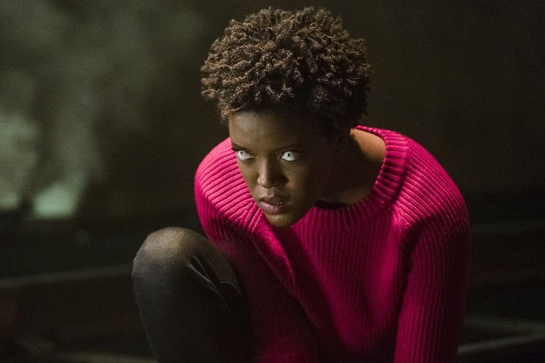 Bringt  Alex an ihre emotionalen Grenzen: Julia alias Purity (Krys Marshall) ... - Bildquelle: 2017 Warner Bros.
