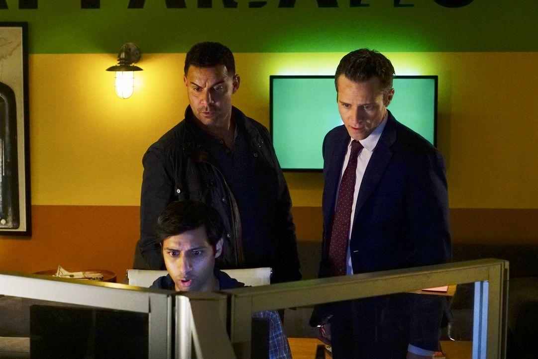 Als eine Internet-Ikone ermordet wurde, machen sich Javier (Jon Huertas, l.) und Kevin (Seamus Dever, r.) auf die Suche nach dem Täter. Doch hat Eva... - Bildquelle: ABC Studios