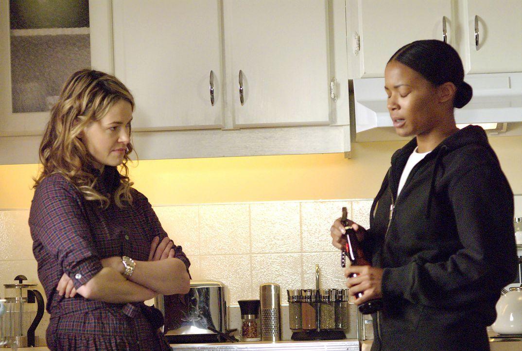 Wird Tasha (Rose Rollins, r.) mit Alice' (Leisha Hailey, l.) Hilfe um ihren Job kämpfen? - Bildquelle: Metro-Goldwyn-Mayer Studios Inc. All Rights Reserved.
