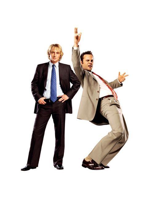 Die Geschäftspartner John Beckwith (Owen Wilson, l.) und Jeremy Grey (Vince Vaughn, r.) machen sich einen Spaß daraus, uneingeladen auf Hochzeiten v... - Bildquelle: Warner Bros. Television