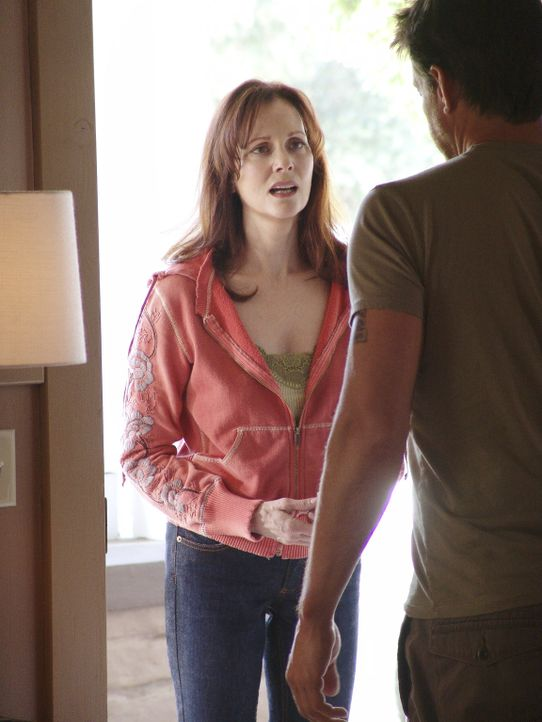 Mike (James Denton, r.) lernt Susans Mutter Sophie (Lesley-Ann Warren, l.) kennen ... - Bildquelle: Touchstone Television