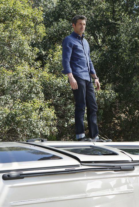 Als er Zeuge eines Autounfalls wird, versucht Derek (Patrick Dempsey), alles um die Verletzten zu retten. Doch leichter gesagt als getan ... - Bildquelle: ABC Studios