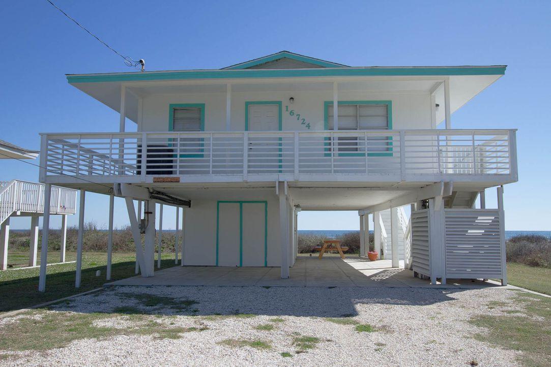 Die Johnsons möchten gerne am Strand wohnen, aber finden sie ein passendes Ferienhaus, das ihr Budget nicht sprengt? - Bildquelle: 2013,HGTV/Scripps Networks, LLC. All Rights Reserved