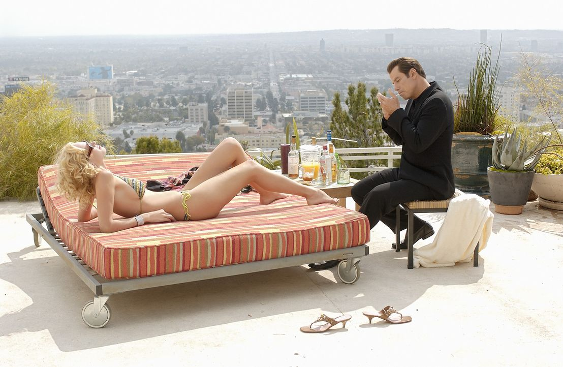 Als neuer Manager der Sängerin Linda Moon hat Chili Palmer (John Travolta, r.) bereits ein Supertalent und mit seiner alten Freundin Edie (Uma Thur... - Bildquelle: Metro-Goldwyn-Mayer Studios Inc. All Rights Reserved.