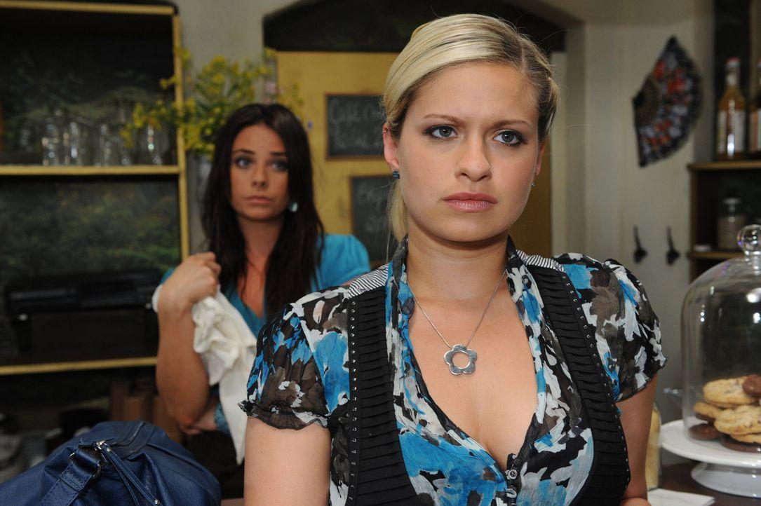 Mia (Josephine Schmidt, r.) ist von Enriques Angebot, ihn nach New York zu begleiten, restlos überfordert. Auf der einen Seite liebt sie ihn, auf d... - Bildquelle: SAT.1