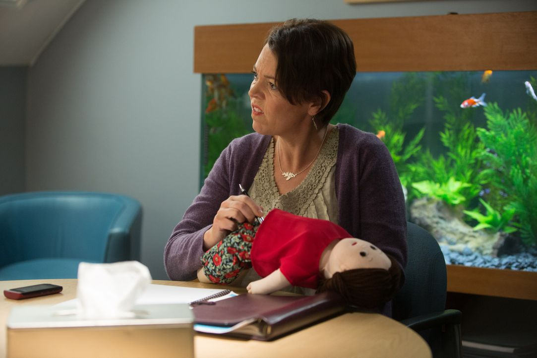 Das Ehepaar landet nach nicht mal einem Jahr bei der Paar-Therapeutin Linda (Olivia Colman) ... - Bildquelle: Studiocanal GmbH