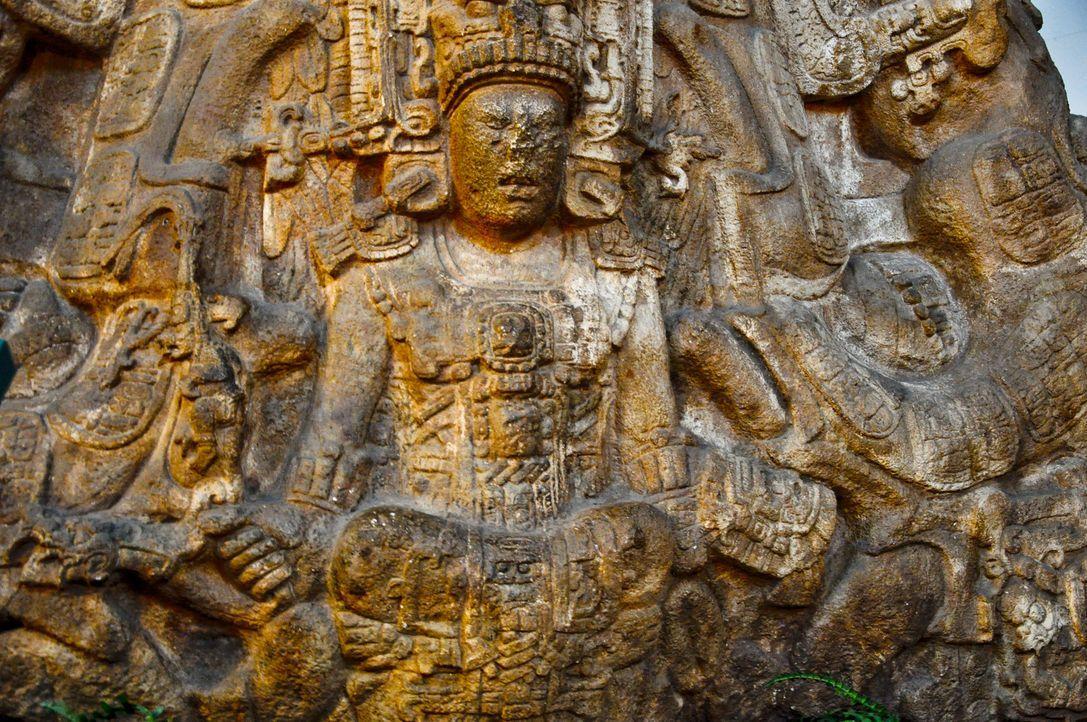 Die Maya sagten Verschiebungen in der Erdachse vorher und ihr Kalender prophezeite das Ende der Welt. Inschriften auf dem Sarkophagen von König Paka... - Bildquelle: Prometheus Entertainment