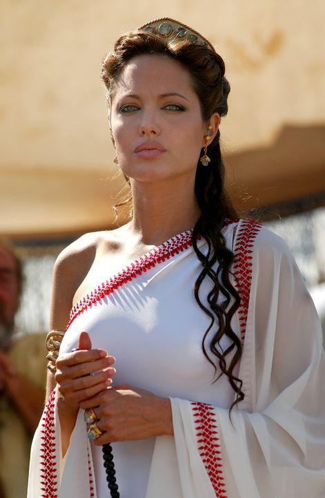 Die hübsche Olympias (Angelina Jolie) führt ein tristes Dasein. Einziger Lichtblick ist ihr Sohn Alexander .... - Bildquelle: Constantin Film