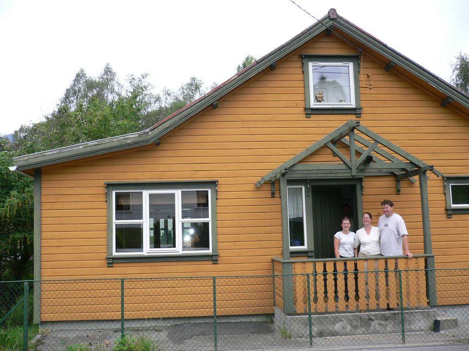 Für Anne Brunkow (M.) wird die bevorstehende Norwegen Auswanderung eine doppelte Bewährungsprobe. Sie lebt dann zusammen mit ihrer Tochter Jennife... - Bildquelle: kabel eins