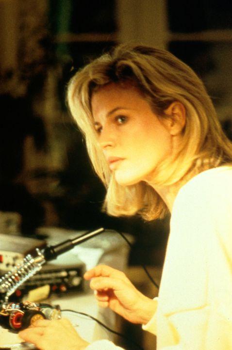 Als die bekannte Bankräuberin Karen McCoy (Kim Basinger) aus dem Gefängnis entlassen wird, will sie ein neues, bürgerliches Leben beginnen ... - Bildquelle: Universal Pictures
