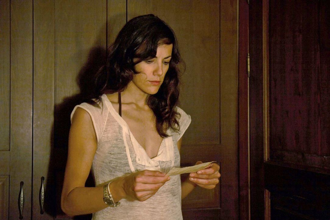 Claudia (Bettina Zimmermann) ist schockiert, als sie eine vermeintliche Abschiedsbotschaft von Thomas erhält.