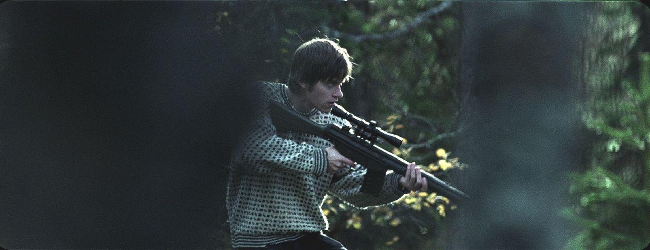 Simen (Arthur Berning) glaubt, weil er eine Waffe hat, er sei dem Mörder gewachsen. Ein fataler Irrtum ...