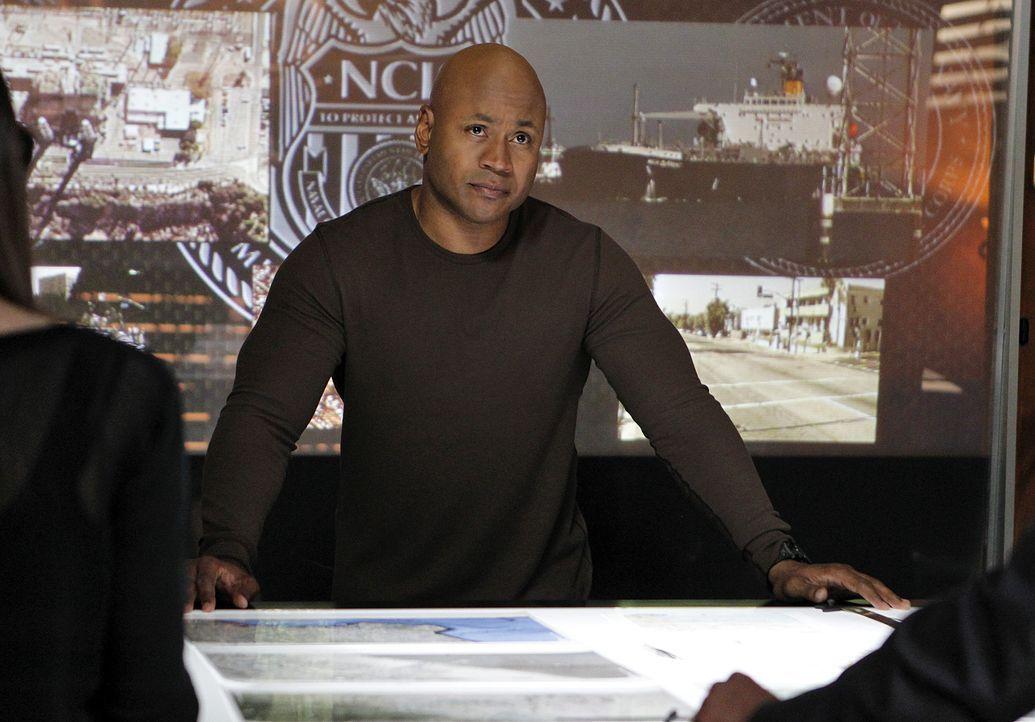 Versucht, einen neuen Fall zu lösen: Sam (LL Cool J) ... - Bildquelle: CBS Studios Inc. All Rights Reserved.