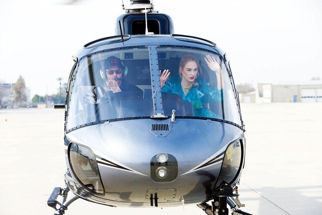 GNTM-Stf10-Epi06-Helikopter-Shooting-74-Laura-D-ProSieben-Richard-Huebner - Bildquelle: ProSieben/Richard Huebner