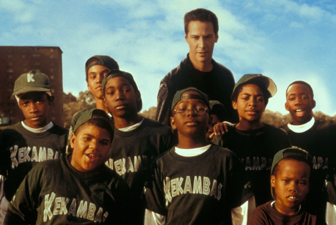 Lustlos absolviert Conor (Keanu Reeves, M.) ein Trainingscamp mit einem Dutzend dreckiger, zehnjähriger Kids aus dem Ghetto von Chicago. Unglücklich... - Bildquelle: Paramount Pictures