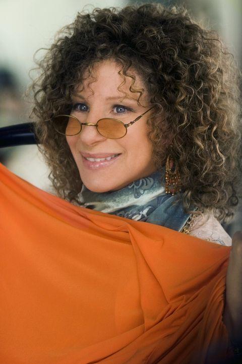 Roz (Barbra Streisand) gibt Sextherapiestunden für alte Menschen und als wäre das nicht schon genug, nein, den ganzen Tag läuft sie nur in Hippiegew... - Bildquelle: DreamWorks SKG