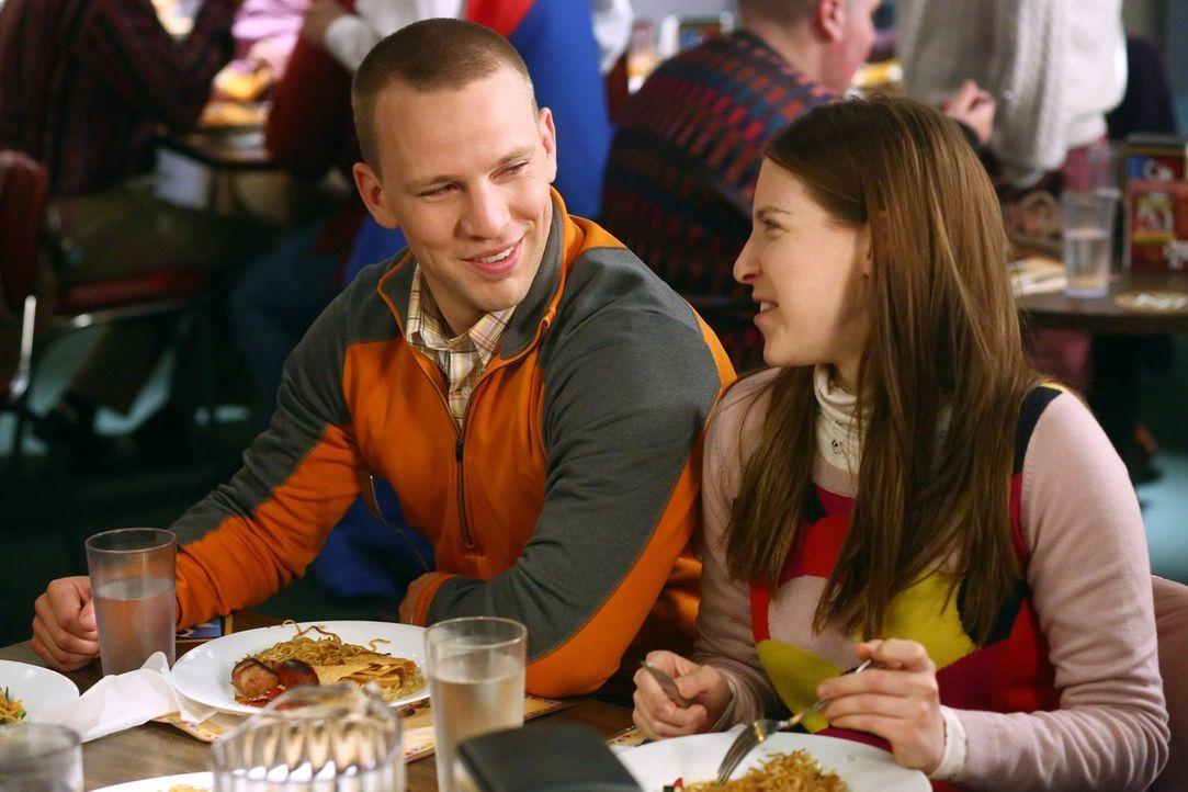 Darrin (John Gammon, l.); Sue (Eden Sher, r.) - Bildquelle: Warner Brothers