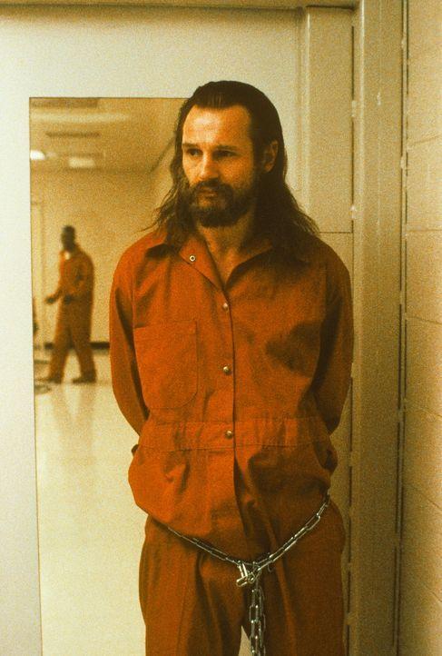 Dem obdachlosen Vietnamveteran Carl Wayne Anderson (Liam Neeson) wird ein brutaler Mord an einer Justizangestellten angehängt ... - Bildquelle: TriStar Pictures