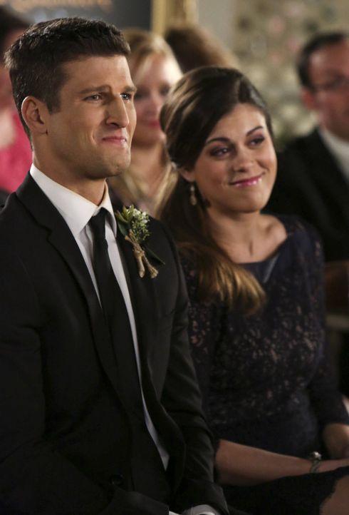 Tessa wird von June (Lindsey Shaw, r.) gewarnt, sich von Ryan (Parker Young, l.) fernzuhalten, während Malik mit einem Problem an George herantritt... - Bildquelle: Warner Brothers