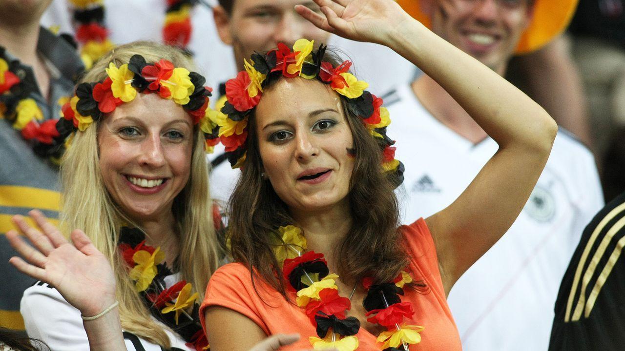 full_euro_fans_11_wenn3938894 - Bildquelle: Newspix.pl /WENN.com