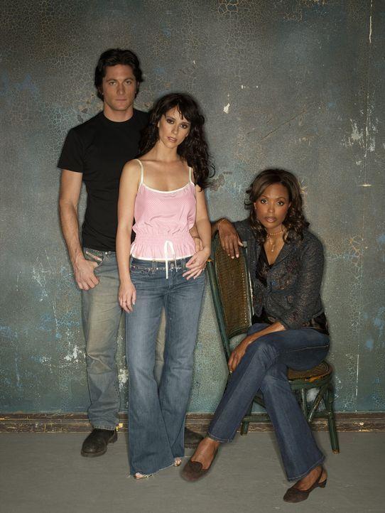 (1. Staffel) - Andrea Moreno (Aisha Tyler, r.) und Jim (David Conrad, l.) wissen, dass Melindas (Jennifer Love Hewitt, M.) Fähigkeit mit den Toten z... - Bildquelle: ABC Studios