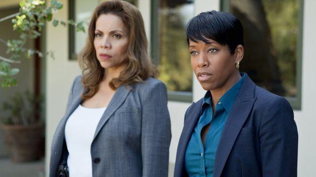 Detective Josie Ochoa (Jenny Gago, l.) und Detective Lydia Adams (Regina King...