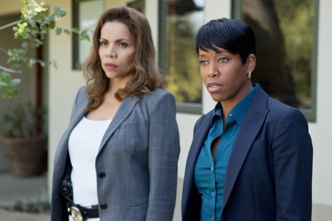 Detective Josie Ochoa (Jenny Gago, l.) und Detective Lydia Adams (Regina King, r.) kommen nach wie vor nicht besonders gut miteinander aus ...