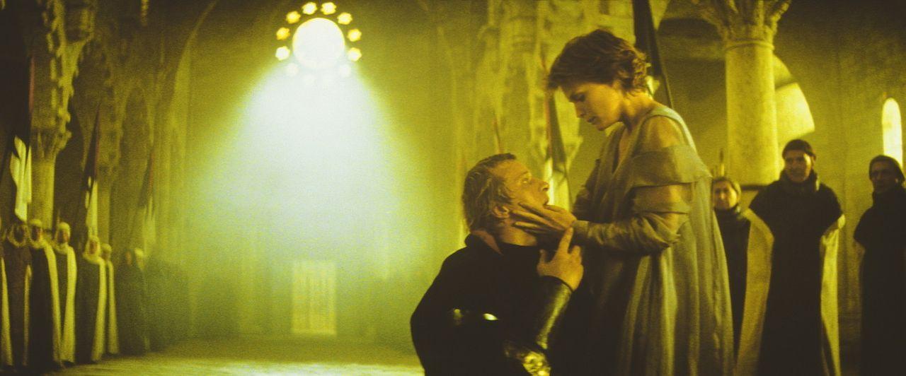 Endlich ist der Bann gebrochen: Navarre (Rutger Hauer, l.) und Isabeau (Michelle Pfeiffer, r.) stehen sich wieder in Menschengestalt gegenüber ... - Bildquelle: 20TH CENTURY FOX FILM CORP. INC