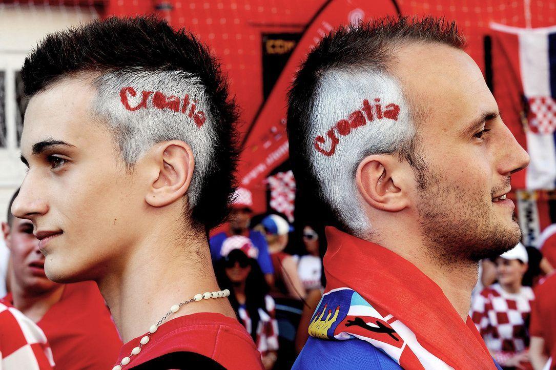 WM-kroatische-Fussball-Fans-080620-dpa - Bildquelle: dpa
