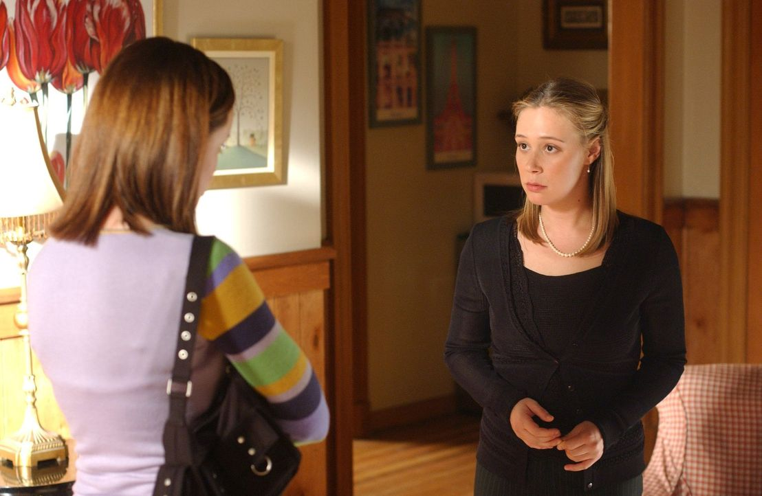 Nach Ashers Tot probiert Paris (Liza Weil) ihre Trauer zu verarbeiten, in dem sie für ihn eine Totenwache abhält ... - Bildquelle: 2004 Warner Bros.