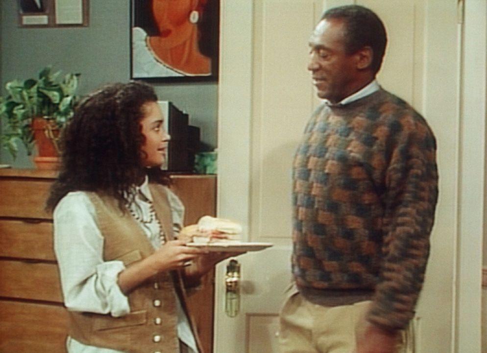 Cliff (Bill Cosby, r.) bewundert den guten Geschmack seine Sohnes, wenn es um Frauen geht. - Bildquelle: Viacom