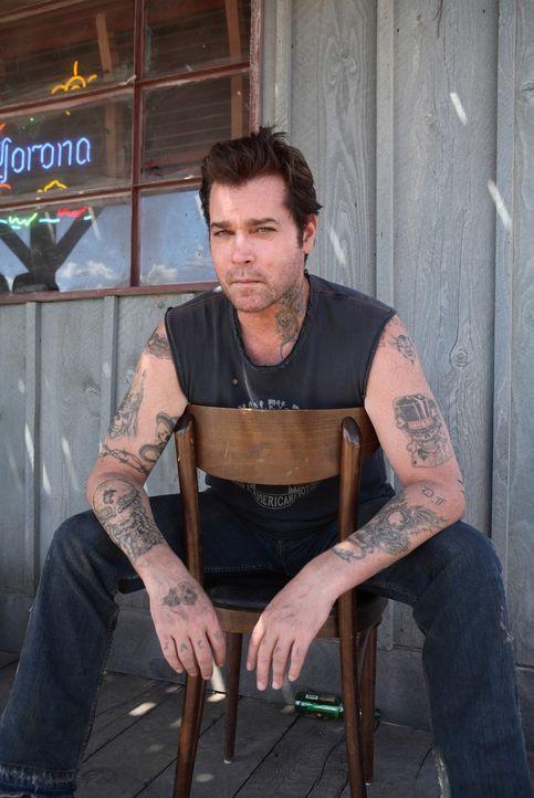 Ist von den Möchtegern-Bikern nicht begeistert: Jack (Ray Liotta) ... - Bildquelle: Touchstone Pictures.  All rights reserved