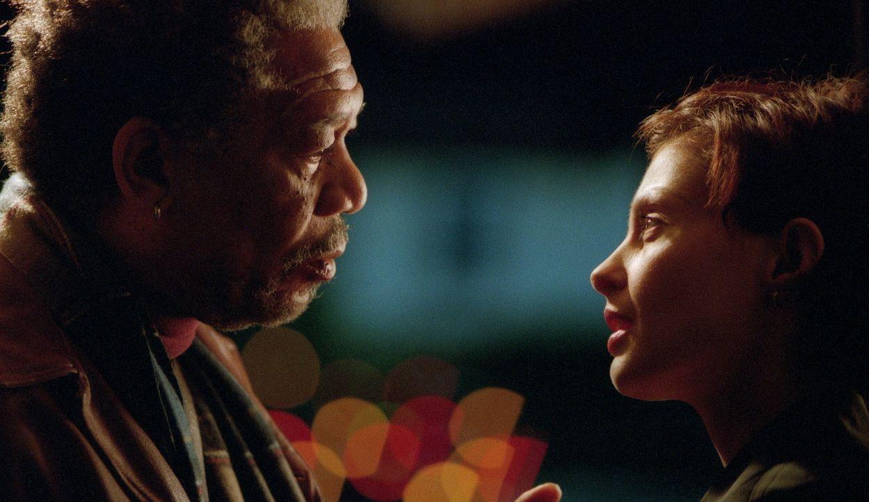Die erfolgreiche Anwältin Claire Kubik (Ashley Judd, r.) und der im Militärrecht erfahrene ehemalige Starverteidiger Charles Grimes (Morgan Freeman,... - Bildquelle: 20th Century Fox Film Corporation