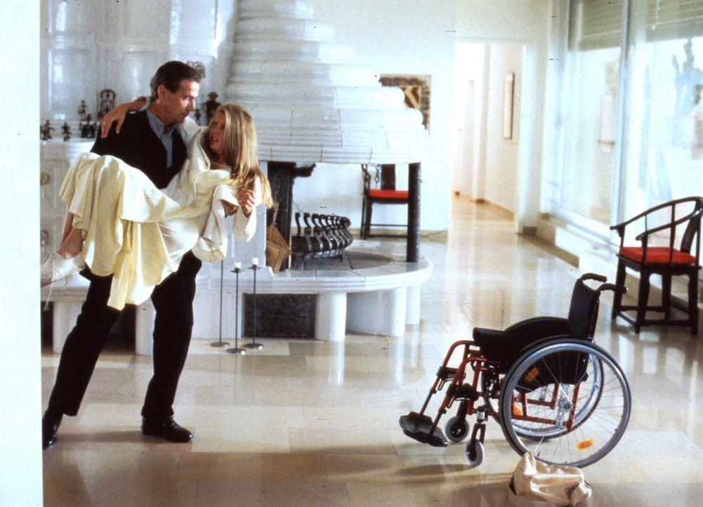 Günther (Jürgen Prochnow, l.) kommt die Hilflosigkeit Hannas (Katharina Böhm, r.) sehr gelegen - jetzt hat er sie völlig unter Kontrolle und kann si... - Bildquelle: Rolf von der Heydt ProSieben