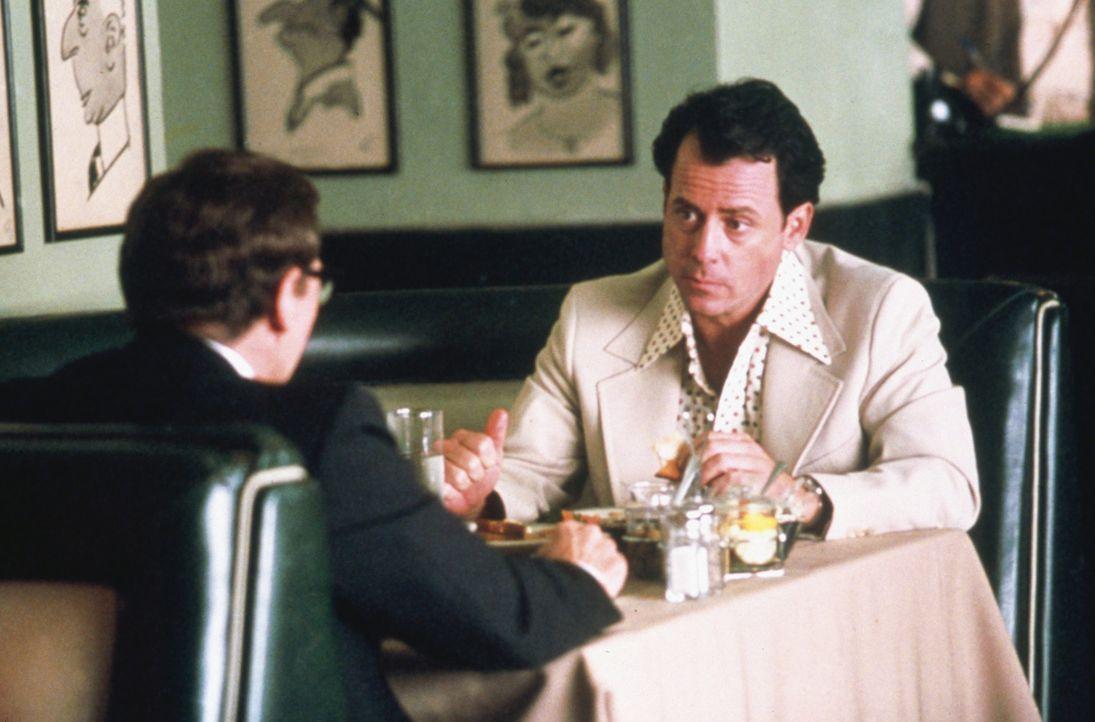Bringt sich durch seine Sexsucht in Teufelsküche: Bob Crane (Greg Kinnear, r.) ... - Bildquelle: 2003 Sony Pictures Television International