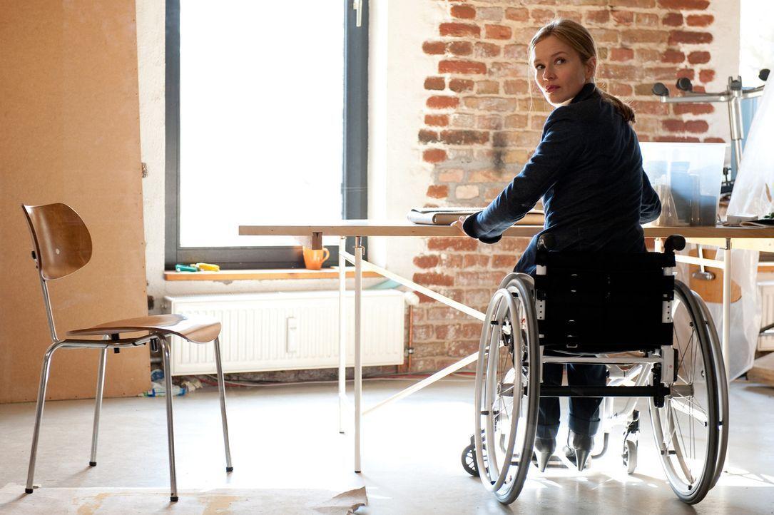 Nach einem schrecklichen Unfall landet die junge ehrgeizige Anwältin Maria Schwadorf (Stefanie Stappenbeck) nicht nur im Rollstuhl, sondern auch in... - Bildquelle: Maria Krumwiede SAT.1