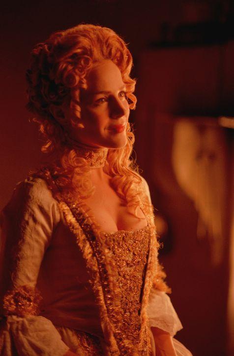 Darla (Julie Benz) ist die frühere Gefährtin von Angel. Sie hat ihn durch die Jahrhunderte begleitet und ihn einst zum Vampir gemacht. - Bildquelle: 1999 Twentieth Century Fox Film Corporation. All rights reserved.