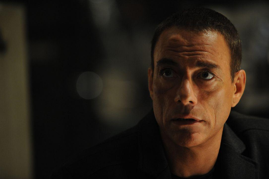 Aus den Jägern werden skrupellos Gejagte: Profikiller Brazil (Jean-Claude Van Damme) ... - Bildquelle: 2011 Destination Films Distribution Company, Inc. All Rights Reserved.