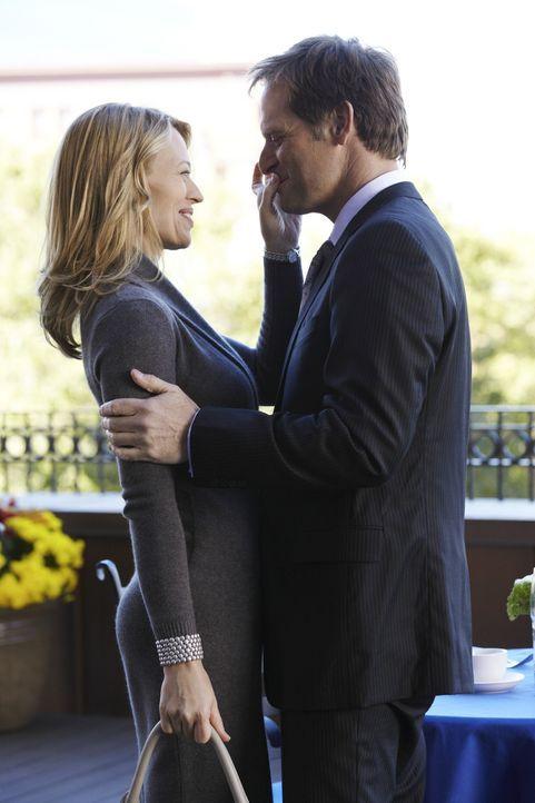 Megan kann nicht glauben, dass ihr Ex-Mann Todd (Jeffrey Nordling, r.) und ihre Chefin Kate Murphy (Jeri Ryan, l.) zusammen sind ... - Bildquelle: ABC Studios