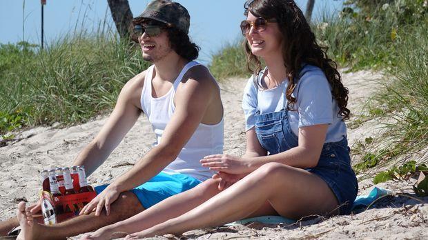 Noch haben Lori (r.) und ihr Freund Phillipe (l.)  viel Spaß auf den Bahamas,...