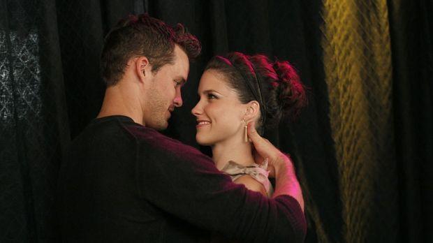 Julian (Austin Nichols, l.) steht seiner Brooke (Sophia Bush, r.) immer zu Se...
