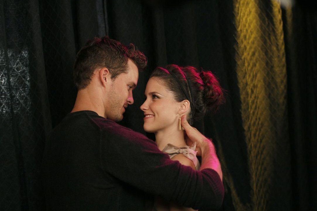 Julian (Austin Nichols, l.) steht seiner Brooke (Sophia Bush, r.) immer zu Seite ... - Bildquelle: Warner Bros. Pictures