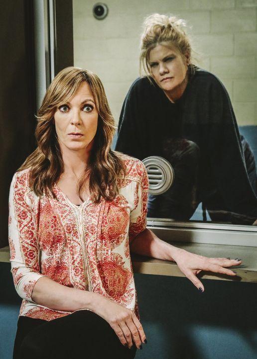Haben eine komplizierte Vergangenheit: Bonnie (Allison Janney, l.) und Tammy (Kristen Johnston, r.) ... - Bildquelle: 2018 Warner Bros.