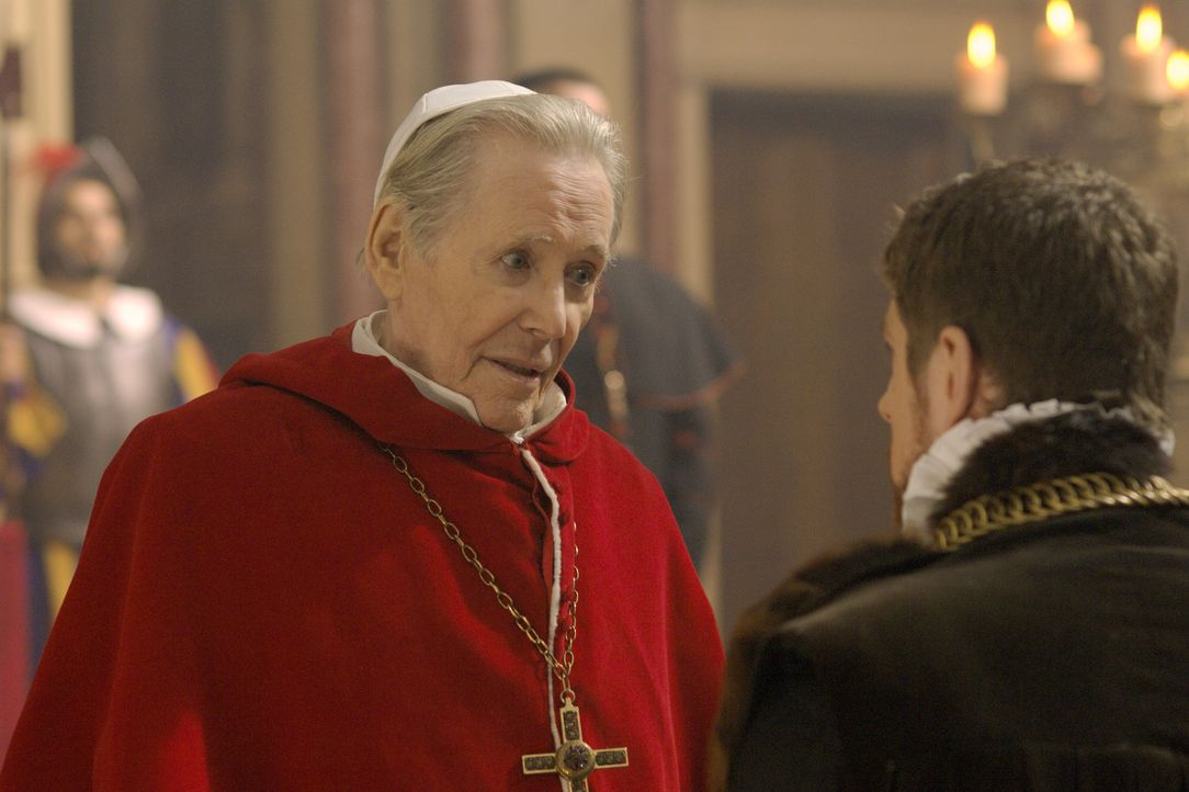 Master William Brereton (James Gilbert, r.) kommt nach Rom und hofft auf die Hilfe von Papst Paul III (Peter O'Toole, l.). Dieser jedoch schickt ihn... - Bildquelle: 2008 TM Productions Limited and PA Tudors II Inc. All Rights Reserved.