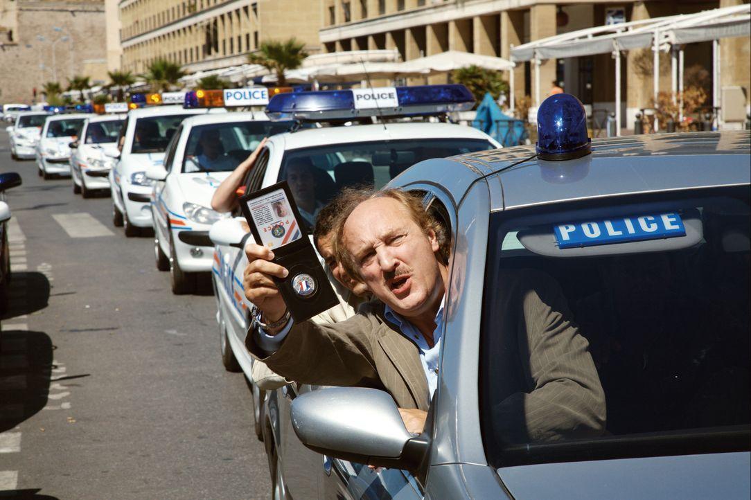 Als Commissaire Gibert (Bernard Farcy) für einige Tage einen Schwerverbrecher in seiner Marseiller Polizeistation in Gewahrsam nehmen soll, bricht d... - Bildquelle: Europa Corp
