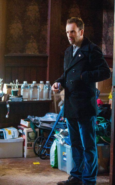 Sherlock (Jonny Lee Miller) weigert sich, sein erstes nüchternes Jahr zu feiern, während ein neuer Mordfall gelöst wird ... - Bildquelle: CBS Television