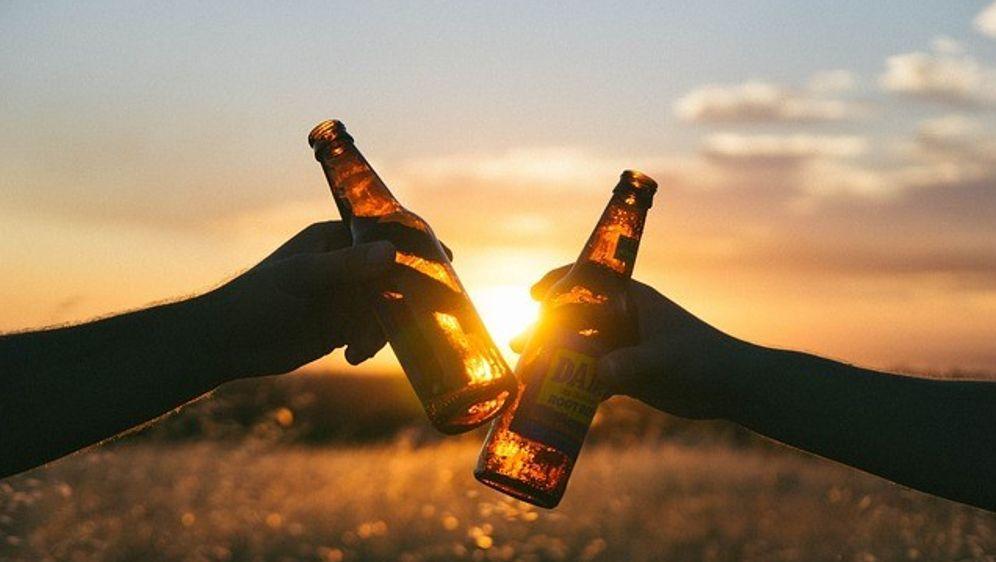 Bierflaschen Sonnenuntergang - Bildquelle: Pixabay