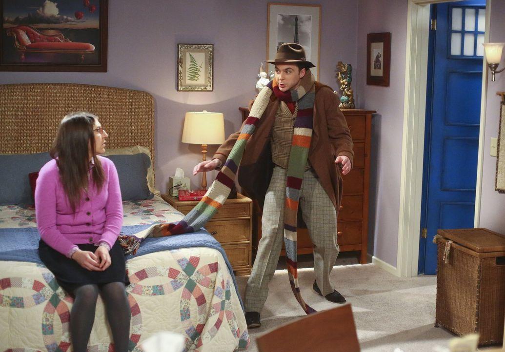 Während sich Howard und Bernadette darüber streiten, welche Dinge Howard aus seiner Vergangenheit behalten darf, müssen Sheldon (Jim Parsons, r.) un... - Bildquelle: Warner Bros. Television