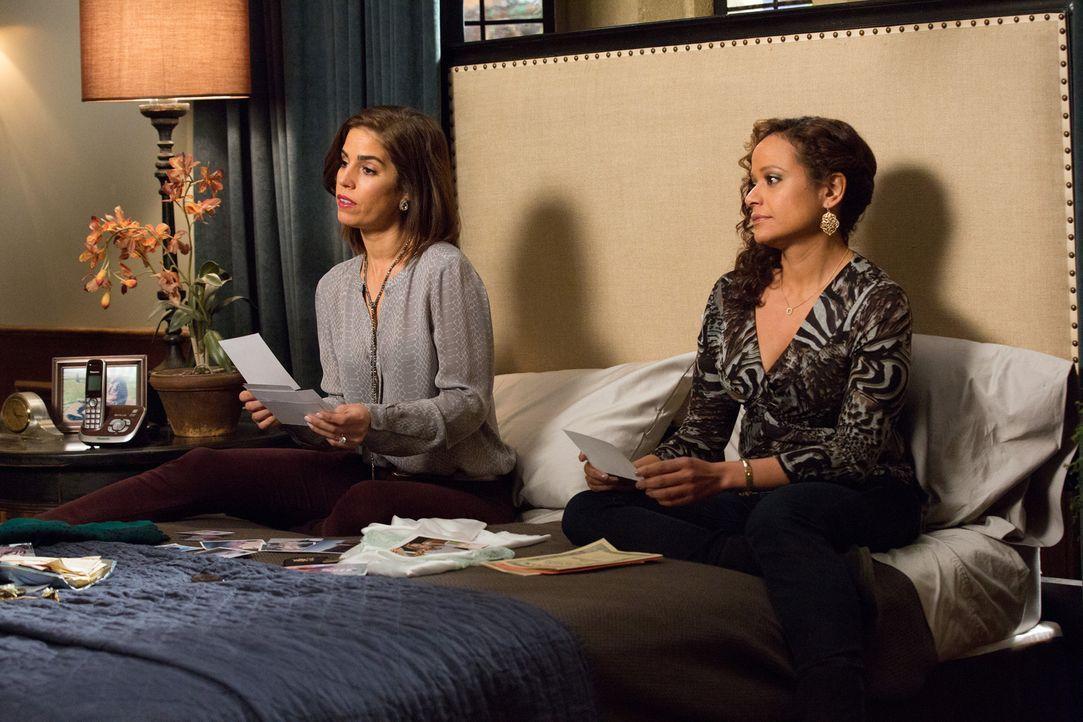 Während Marisol (Ana Ortiz, l.) mit Geheimnissen zu kämpfen hat, stellt ein Date Zoila (Judy Reyes, r.) vor unerwartete Herausforderungen ... - Bildquelle: 2014 ABC Studios